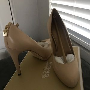 Michael Kors leather Antoinette pump size 7